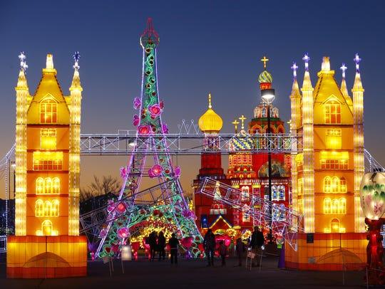 La Torre Eiffel detrás del Puente London en el festival