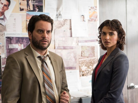 Michael Nathanson as Sam Stein and Amber Rose Revah