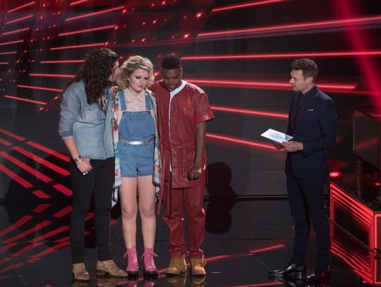 "Maddie Poppe (center) performs on ""American Idol."""