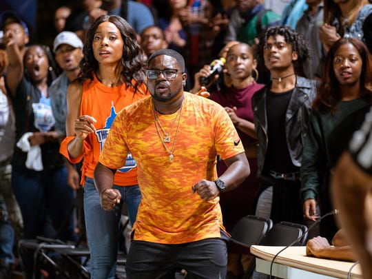 Dax (Lil Rel Howery, with Erica Ash) coaches a streetball