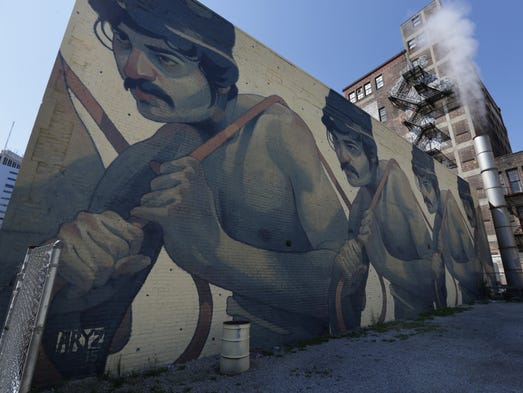 """One Man Army"" a mural by spanish artist Aryz on 25"