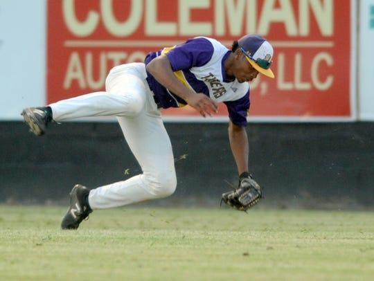 Hattiesburg High player Joseph Gray catches the ball