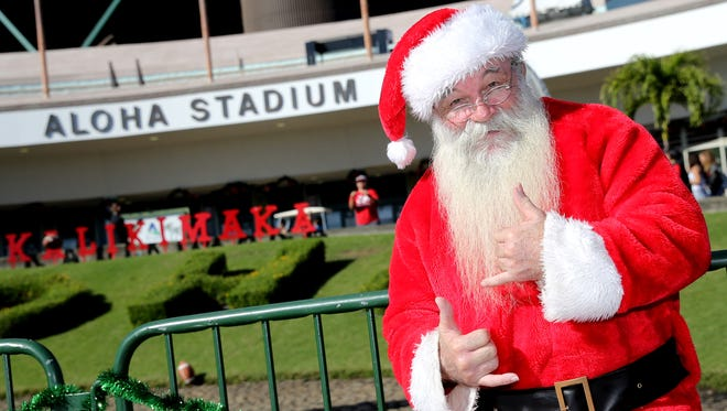 "Dec 24, 2017; Honolulu, HI, USA; Santa Claus flashes ""shakas"" outside Aloha Stadium before the start of the 2017 Hawaii Bowl between the Houston Cougars and the Fresno State Bulldogs. Mandatory Credit: Marco Garcia-USA TODAY Sports"