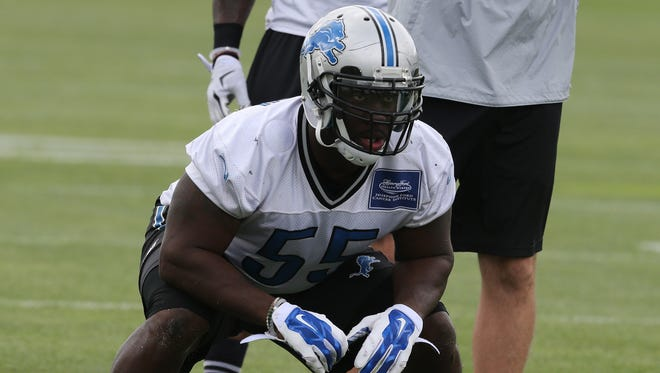 Detroit Lions linebacker Stephen Tulloch goes through drills on Wednesday, August 26, 2015 at the practice facility in Allen Park, Michigan.