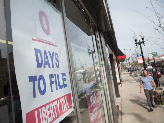 Last-Minute Filers Do Taxes Before Midnight Deadline