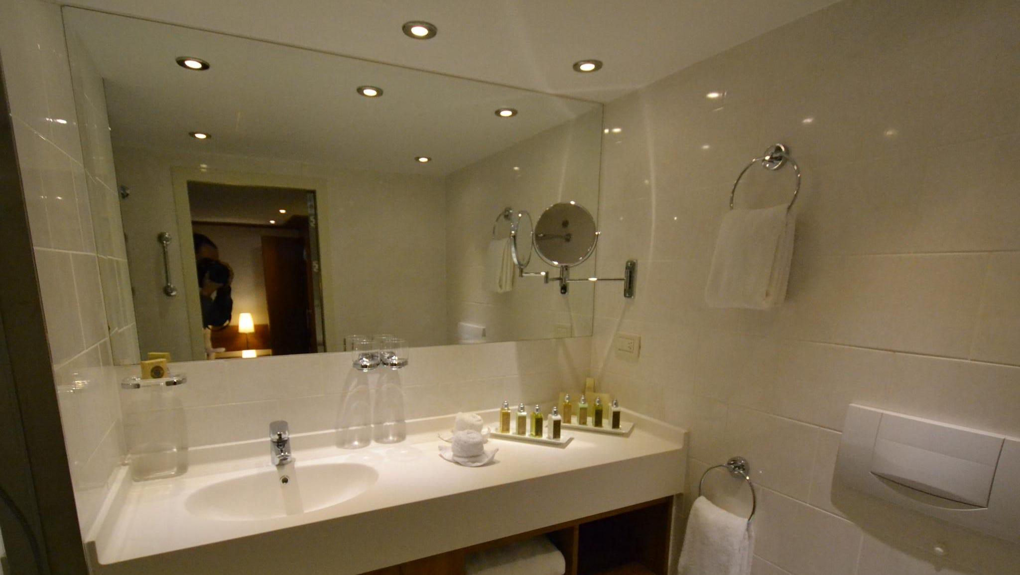 A Deluxe Suite bathroom.