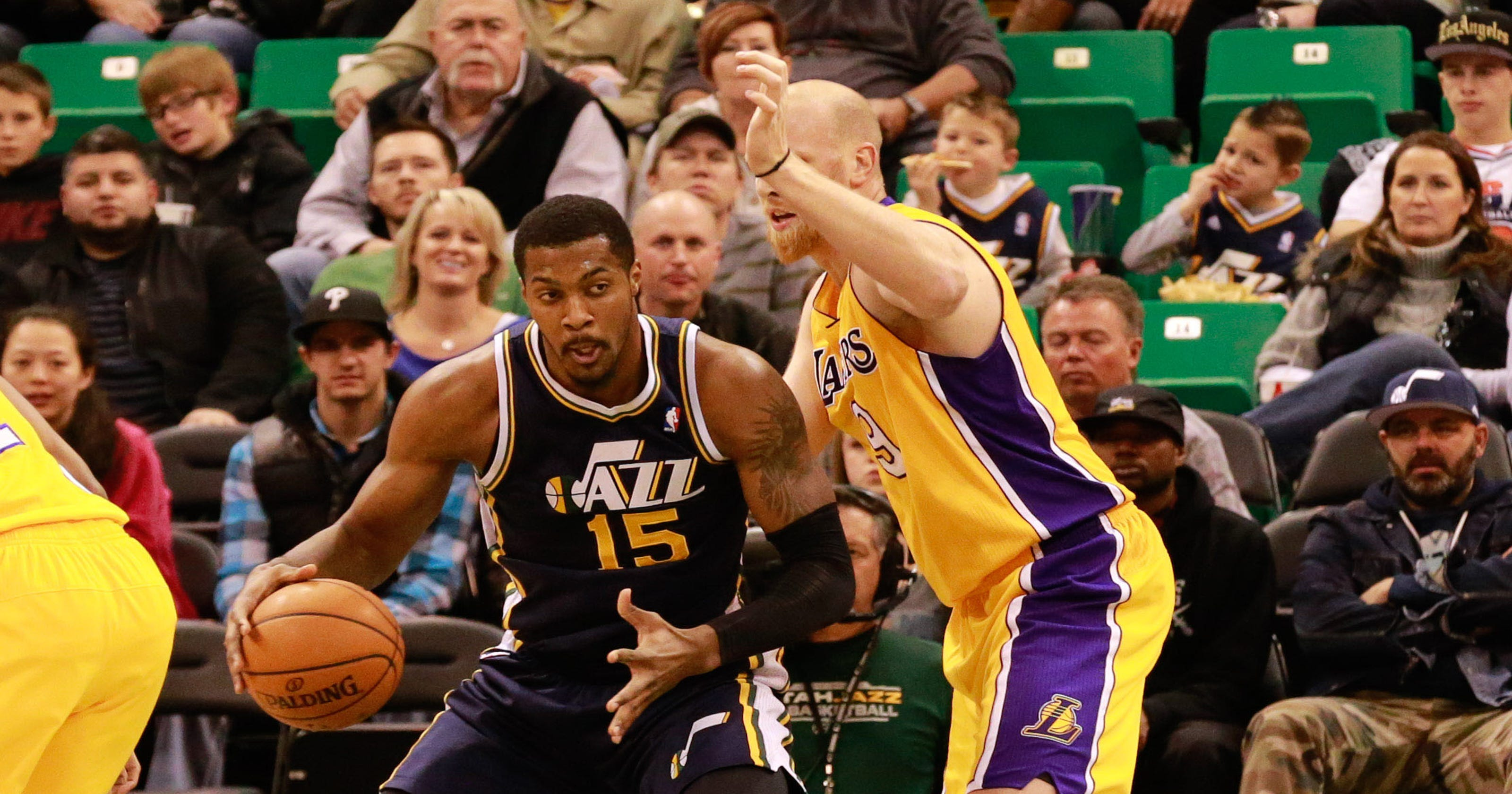 498d8f5e1a5c Derrick Favors  dunk lifts Jazz past depleted Lakers