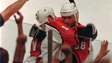 Flyers forward Eric Lindros (right) congratulates John LeClair after LeClair scores a goal against the Lightning in Game 5 of the 1996 Eastern Conference quarterfinals. Both will enter the Flyers' Hall of Fame tonight.
