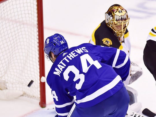 Bruins_Maple_Leafs_Hockey_56000.jpg