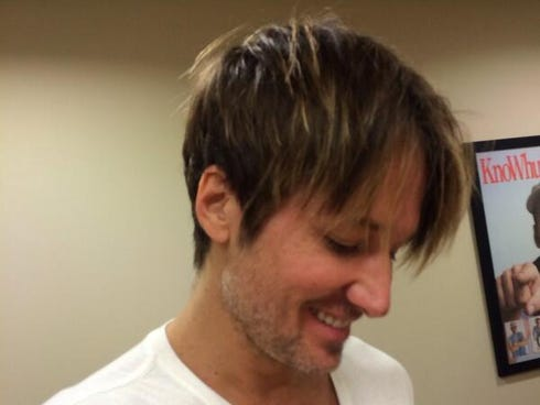 Keith Urban shares a short-haired selfie.