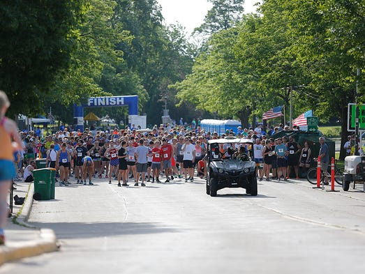Runners and walkers compete during Fond du Lac's 2017
