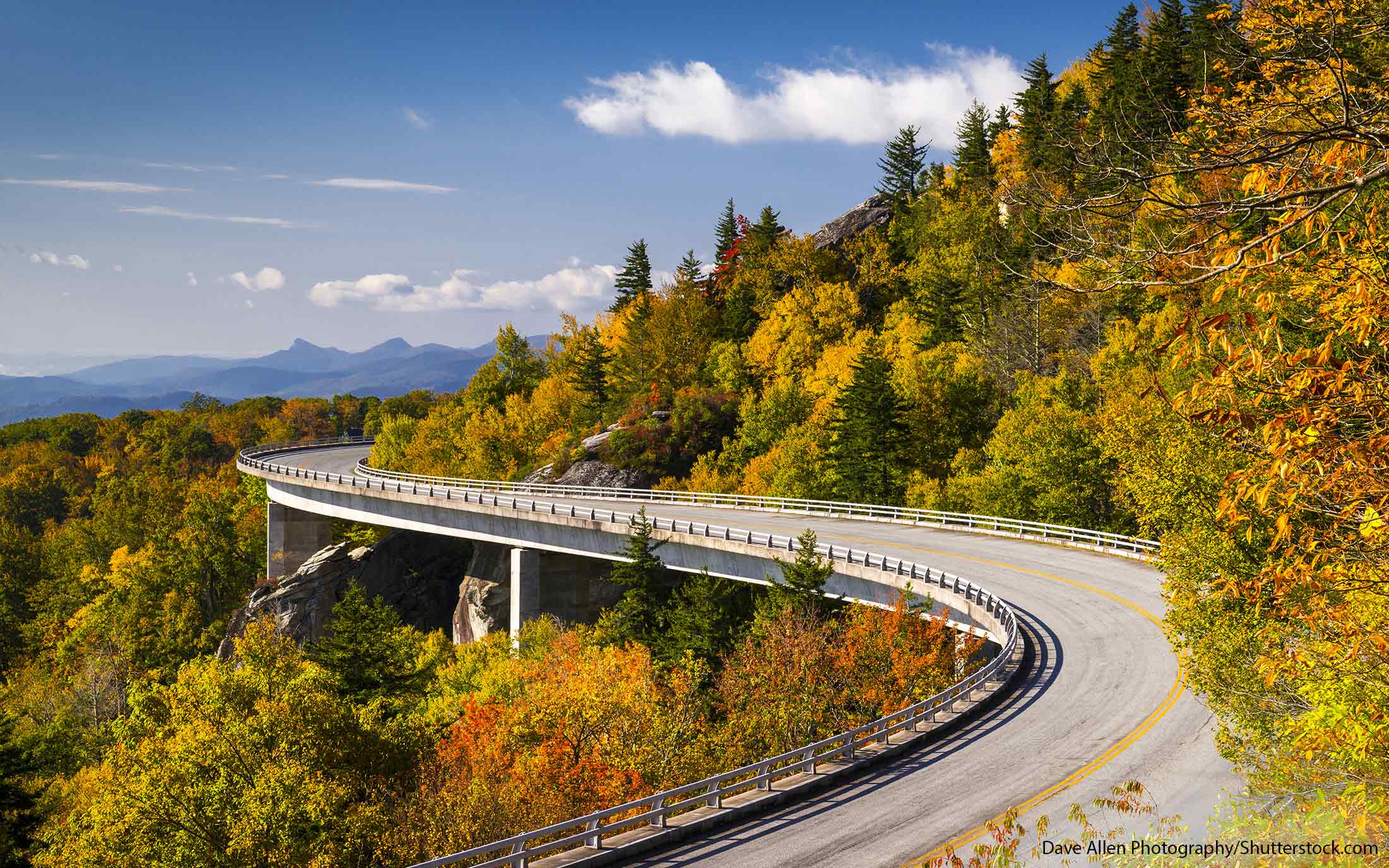 Classic American Road Trips: Walking Tours of Towns along the Dixie Highway (Look Up, America!)