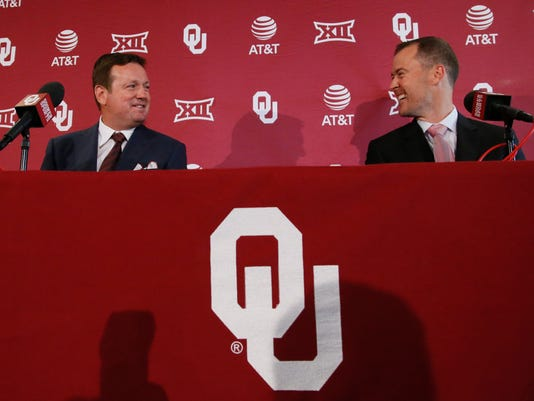 Outgoing Oklahoma football coach Bob Stoops, left, and incoming coach Lincoln Riley, right, smile during a news conference in Norman, Okla., Wednesday, June 7, 2017. (AP Photo/Sue Ogrocki)