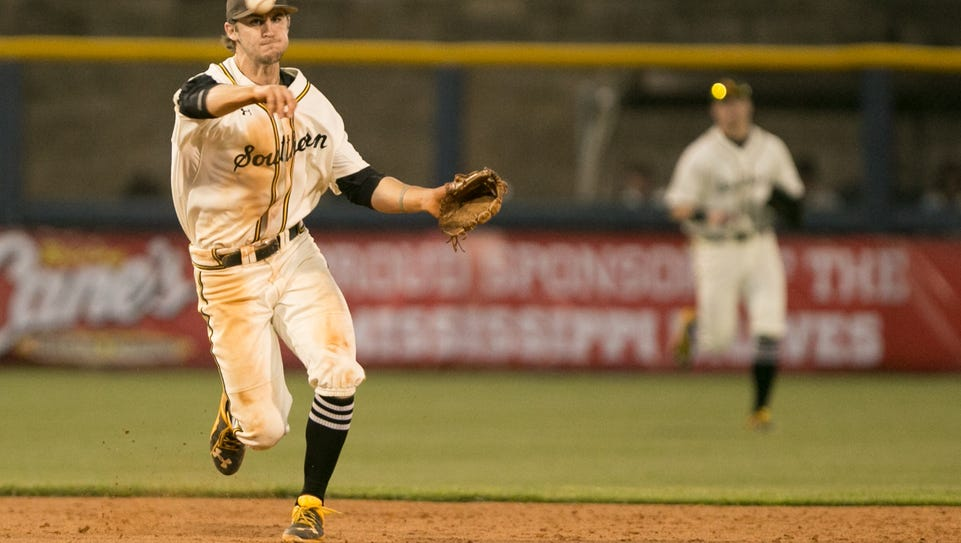 Southern Mississippi's Michael Sterling (15) makes