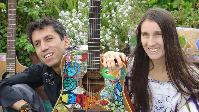 La banda colombiana Aterciopelados, que se separó hace tres, volverá a juntarse el próximo lunes en un escenario por el 20 cumpleaños del festival Rock al Parque de Bogotá y en noviembre repetirá en México por el Día de los Muertos.