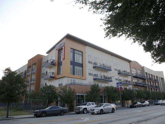 Dallas Officer Mistaken Apartment (2)