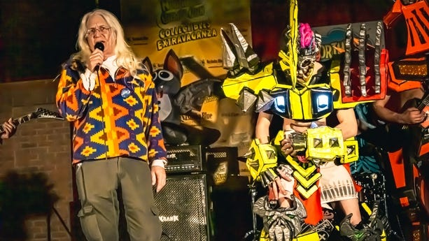 Gary Sohmers introduces the band Gwell-O at November's NorthEast Comic Con & Collectibles Extravaganza in Boxboro.