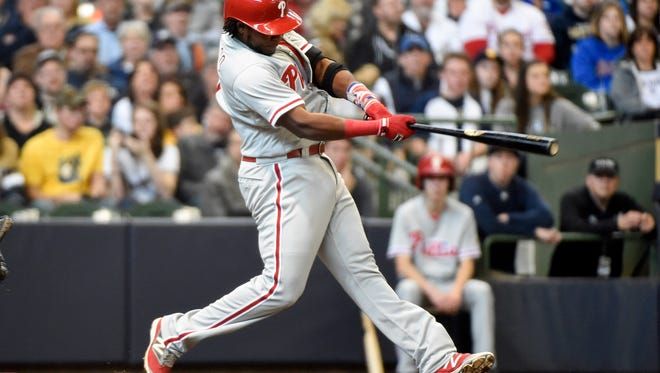 Phillies third baseman Maikel Franco drives in a run with a base hit in the third inning Sunday against the Milwaukee Brewers at Miller Park.