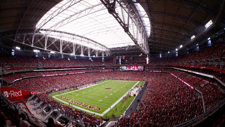 Fans fill University of Phoenix Stadium for the Cardinals