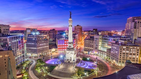 Imagine living steps away from the gorgeous Soldiers and Sailors Monument in   Monument Circle.