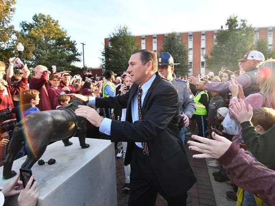 Mississippi State Bulldogs head coach Dan Mullen touches