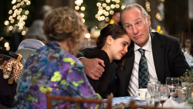 """Zeek (Craig T, Nelson) and his granddaughter Amber (Mae Whitman) share bittersweet moments on the finale of """"Parenthood."""""""