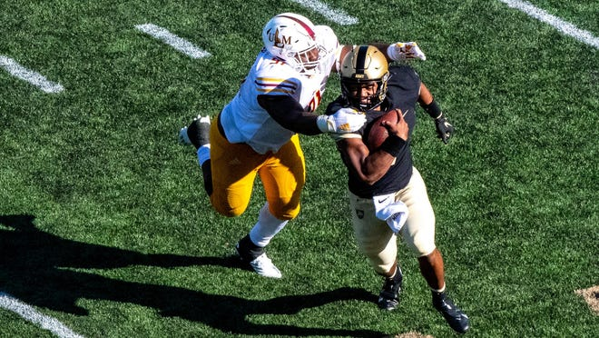 Louisiana-Monroe defensive lineman Kevin Pointer tries to bring down Army quarterback Jemel Jones during the fourth quarter of their game last week.
