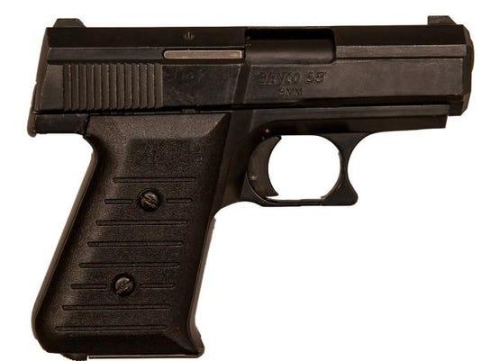 636555204881068485-pistol.jpg