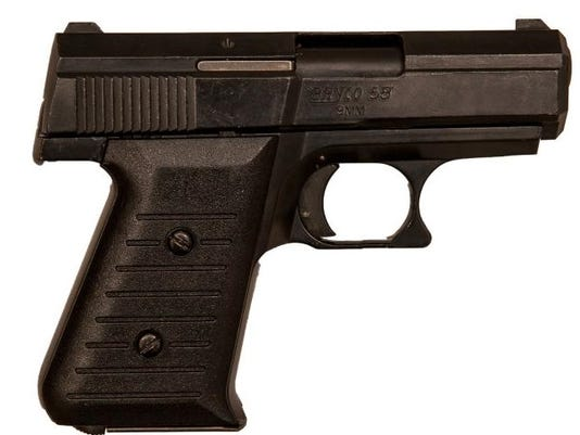 636597580783138706-pistol.jpg