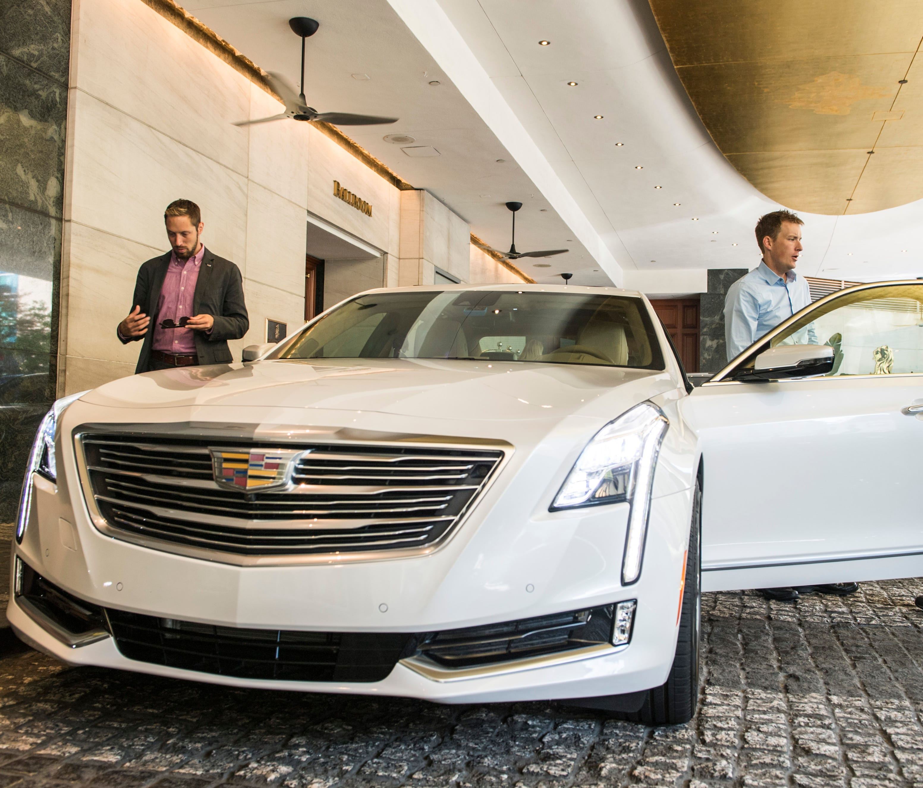 USA TODAY reporter Nathan Bomey test drives a 2018 Cadillac CT6 sedan featuring semi-self-driving vehicle technology, called Super Cruise.