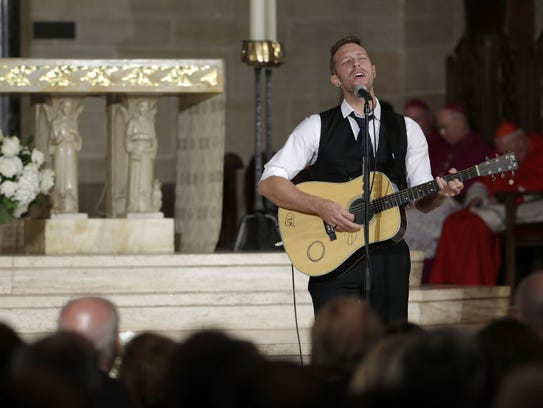 """Chris Martin on the group Coldplay performs """"Til Kingdom"""