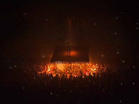 636107017051281328-0928-vl-Kanye-Concert575.jpg