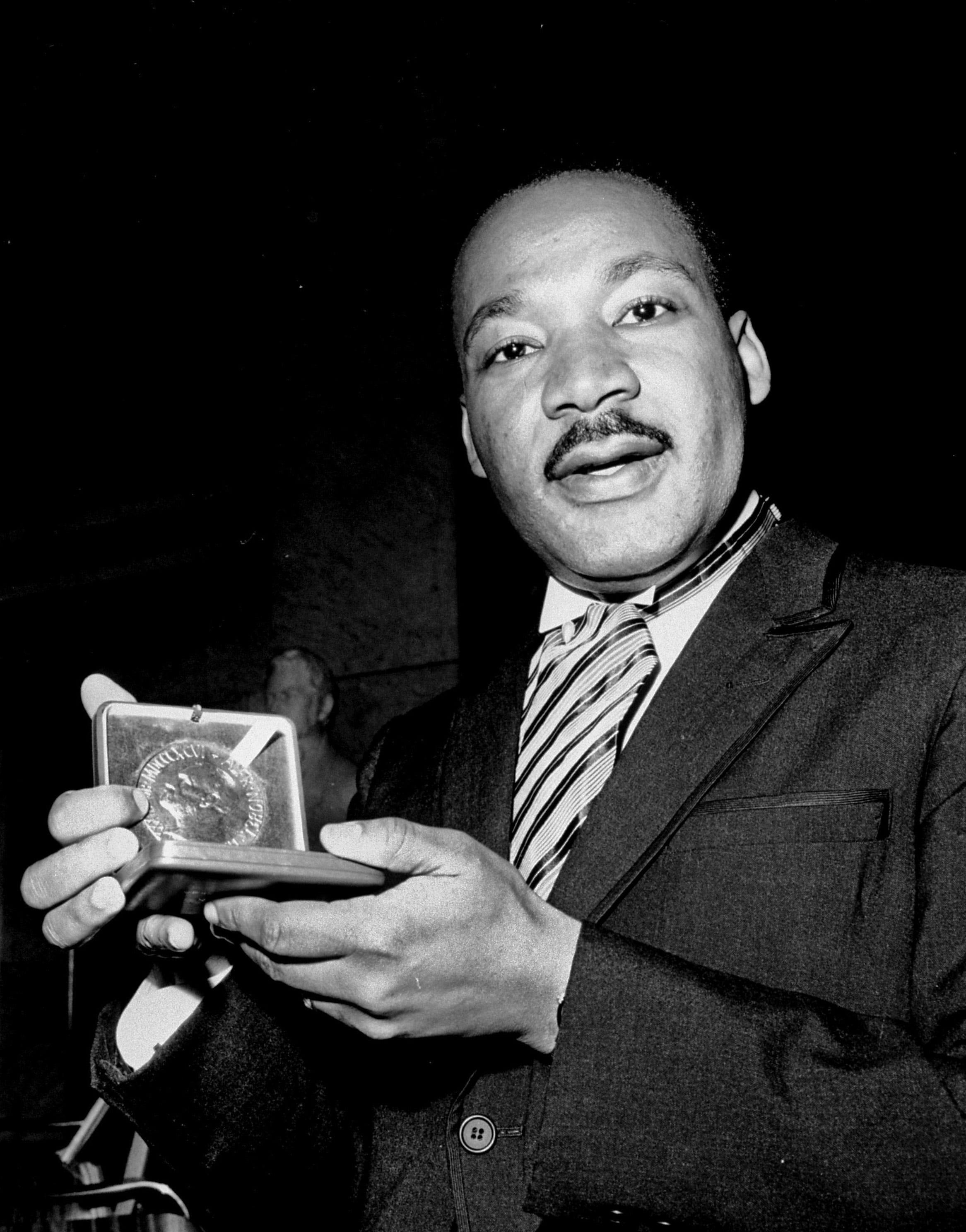 Essay Describing MLK as a Historical Leader - The King Center