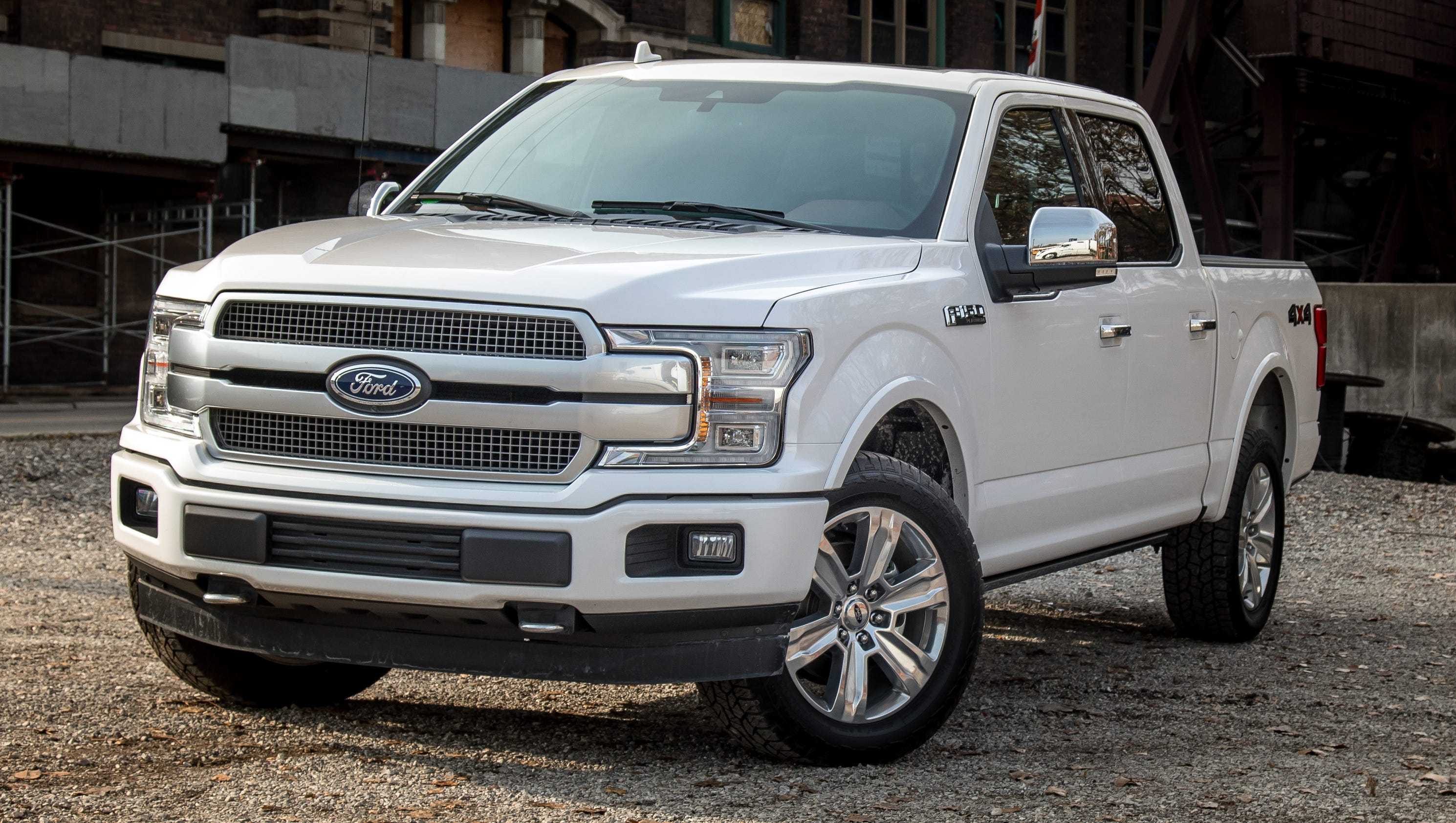 review ford 39 s plush f 150 platinum gets a v 8 update. Black Bedroom Furniture Sets. Home Design Ideas