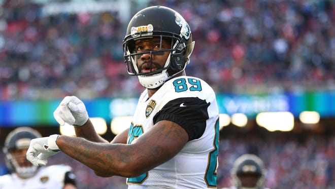 Tight end Marcedes Lewis is signing with the Packers.