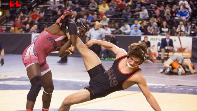 Bound Brook's Stephan Glasgow defeats Jackson Memorial's Tim Hamann during their 152-pound bout on Friday at the NJSIAA Individual Championships at Boardwalk Hall in Atlantic City.