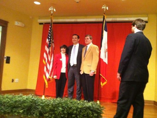 Ted Cruz, Debbie and Jerry Sedar.jpg