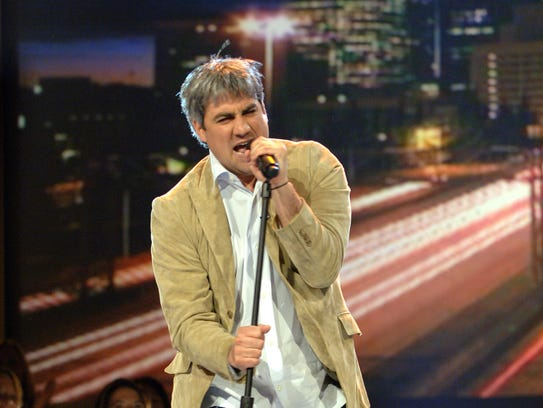 """Taylor Hicks performs on """"American Idol"""" in 2006."""