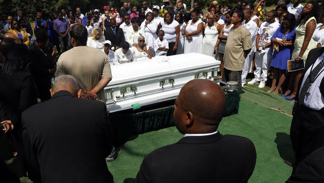 Mourners mourn the death of Sandra Bland at the Mt. Glenwood Memorial Gardens West cemetery Saturday, July 25, 2015, in Willow Springs, Ill. Hundreds of people attended Sandra Bland's funeral near the Chicago suburb where she grew up. They celebrated her life with words and songs of praise, and her mother danced in the church aisle with her arms raised(AP Photo/Christian K. Lee)