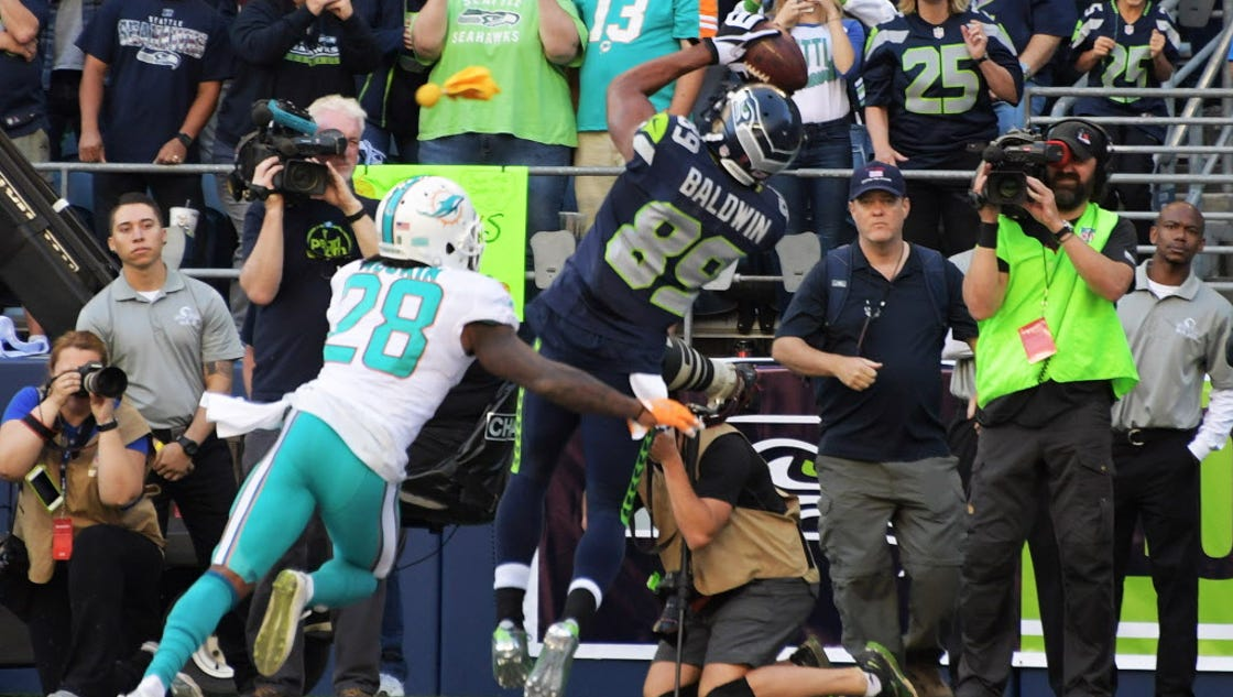 Doug Baldwin39;s late score lifts Seahawks past Dolphins