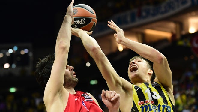 Moscow's Milos Teodosic blocks Istanbul's Bogdan Bogdanovic during the Euroleague Final Four in Berlin on May 15, 2016.