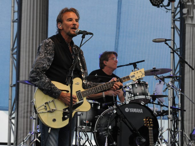 Kenny Loggins and the Blue Sky Riders played before a pack Boeing Plaza crowd capping off the first day of AirVenture 2014.