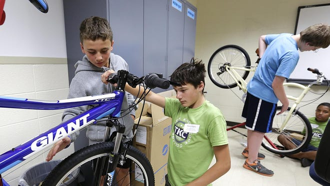 """Jack Grosskreuz and Henry Hughes work on a bike in the """"Fix It, Tune It, Ride It"""" class."""