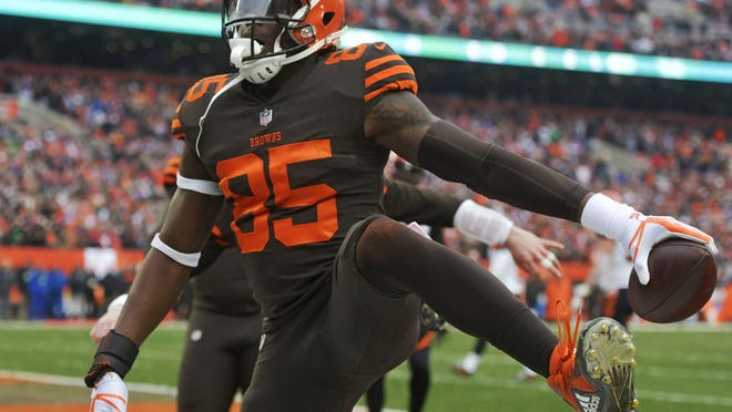 Browns tight end David Njoku celebrates after scoring a 3-yard touchdown during the first half of a game against the Cincinnati Bengals in 2018.