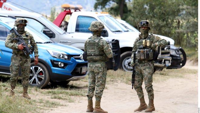 Los huachicoleros se percataron de la presencia de los marinos y los atacaron con armas de fuego, por lo que los militares repelieron la agresión.