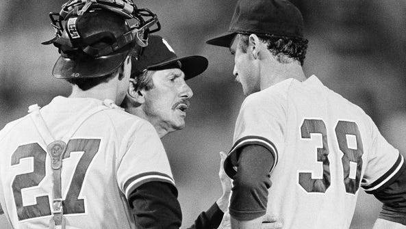Yankees manager Billy Martin, center, confers with
