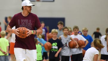 Miller, Knight draw packed house at Sanford Legends basketball clinic