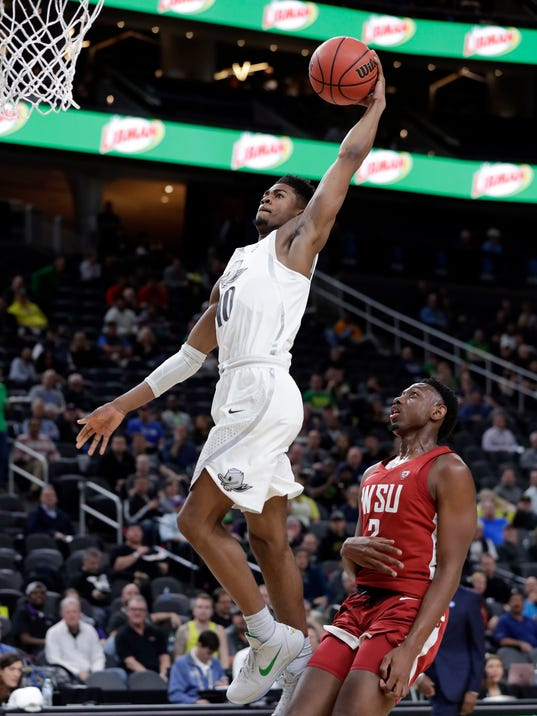 Oregon's Victor Bailey Jr. (10) attempts a dunk in front of Washington State's TJ Mickelson during the first half of an NCAA college basketball game in the first round of the Pac-12 men's tournament Wednesday, March 7, 2018, in Las Vegas. (AP Photo/Isaac Brekken)