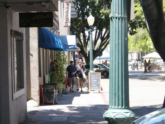Fifth Street shoppers (3)Redlands