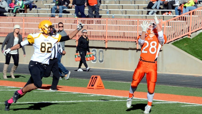 Artesia's Ethan Duff makes the catch just behind the goal line for a touchdown in the 5A state quarterfinals against St. Pius X on Nov. 21, 2015. Duff is among the key returners entering 2016.